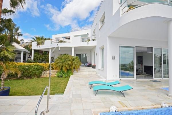 Sold: 4 Bedroom, 3 Bathroom Villa in El Herrojo Alto, La Quinta, Benahavis