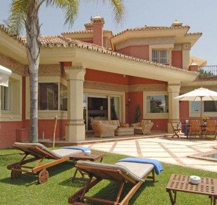 Sold: 6 Bedroom, 6 Bathroom Villa in El Herrojo, La Quinta, Benahavis