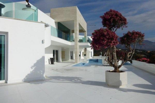 Sold: 6 Bedroom, 6 Bathroom Villa in La Quinta, Benahavis
