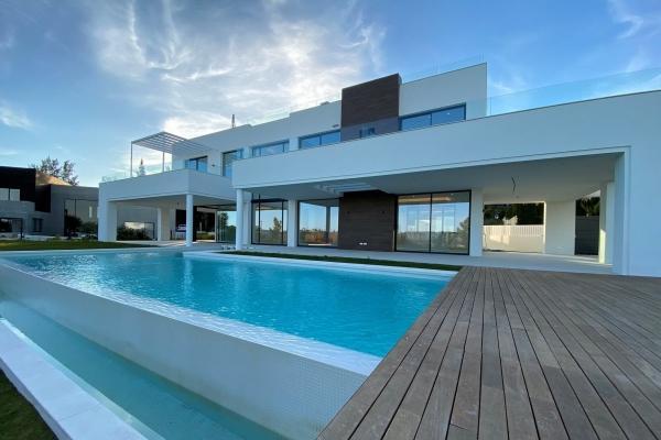 Sold: 5 Bedroom, 4 Bathroom Villa in La Quinta, Benahavis