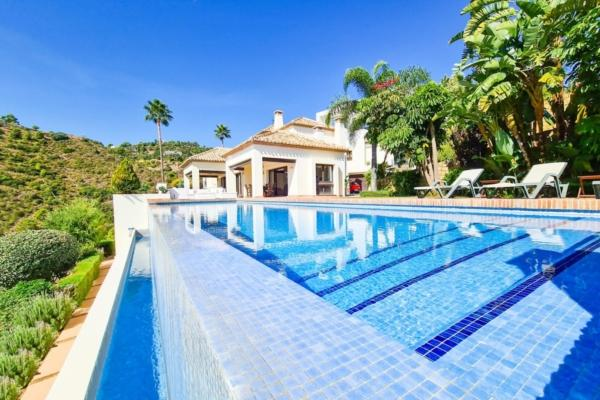6 Bedroom, 7 Bathroom Villa For Sale in La Quinta, Benahavis